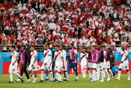 Soccer Football - World Cup - Group C - Peru vs Denmark - Mordovia Arena, Saransk, Russia - June 16, 2018 Peru's Raul Ruidiaz and team mates look dejected at the end of the match REUTERS/Max Rossi