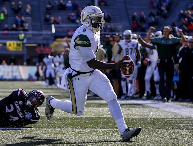 "South Florida quarterback <a class=""link rapid-noclick-resp"" href=""/ncaaf/players/245945/"" data-ylk=""slk:Quinton Flowers"">Quinton Flowers</a> combined for 42 touchdowns in 2016. (AP)"