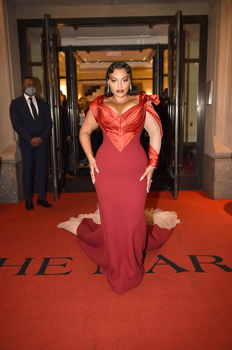 Model Paloma Elsesser was the only star to arrive wearing a piece by quintessential American designer Zac Posen.