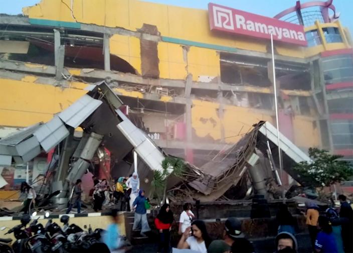 <p>A shopping center heavily damaged following an earthquake in Palu, Central Sulawesi, Indonesia on Sept. 28, 2018 in this handout photo. (Photo: Antara Foto/BNBP/ via Reuters) </p>