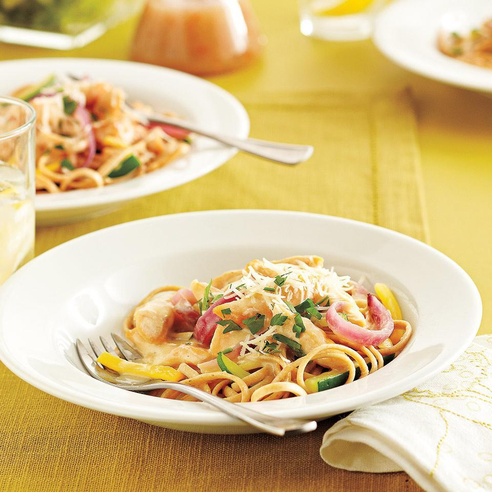<p>Satisfy your cravings with this rich and creamy chicken Alfredo recipe. Top with Parmesan cheese and fresh parsley for an unforgettable meal.</p>