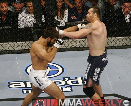 Andrei Arlovski [L} swings at Tim Sylvia (MMA Weekly)