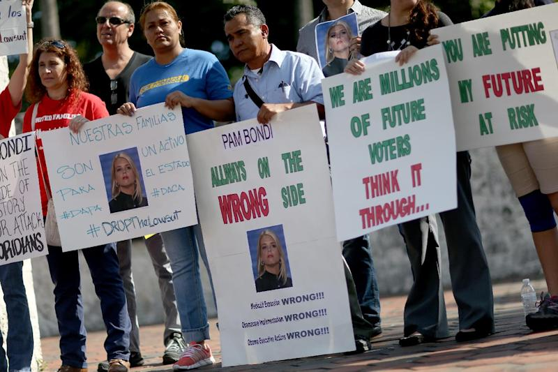Protesters call for Florida to be withdrawn from a list of 25 states that joined a lawsuit against US President Barack Obama's Executive Action on Immigration, on January 22, 2015 in Miami (AFP Photo/Joe Raedle)