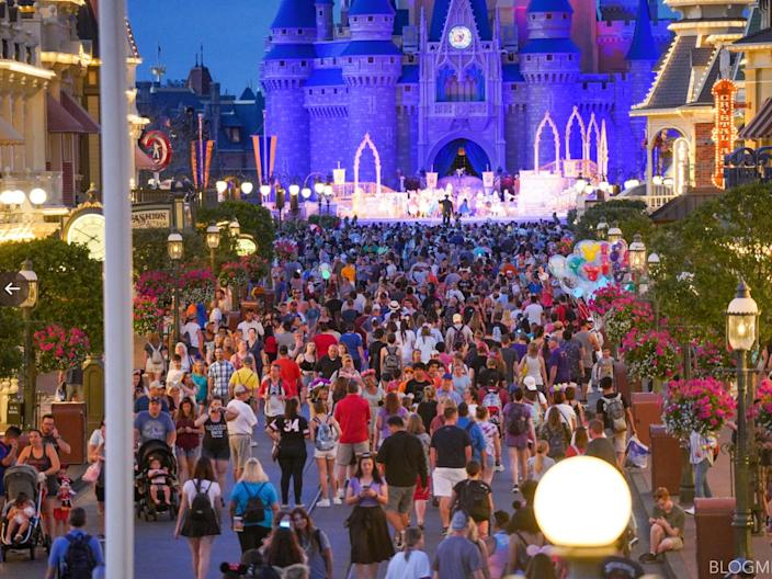 disney world packed coronavirus final show