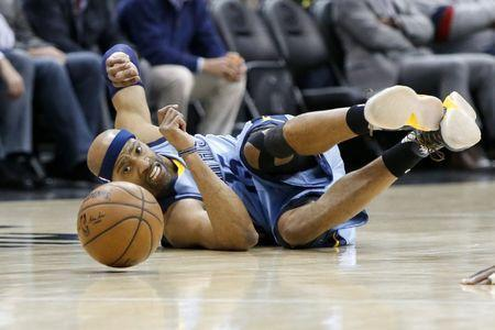 Mar 16, 2017; Atlanta, GA, USA; Memphis Grizzlies guard Vince Carter (15) dives for a loose ball against the Atlanta Hawks in the first quarter at Philips Arena. Mandatory Credit: Brett Davis-USA TODAY Sports