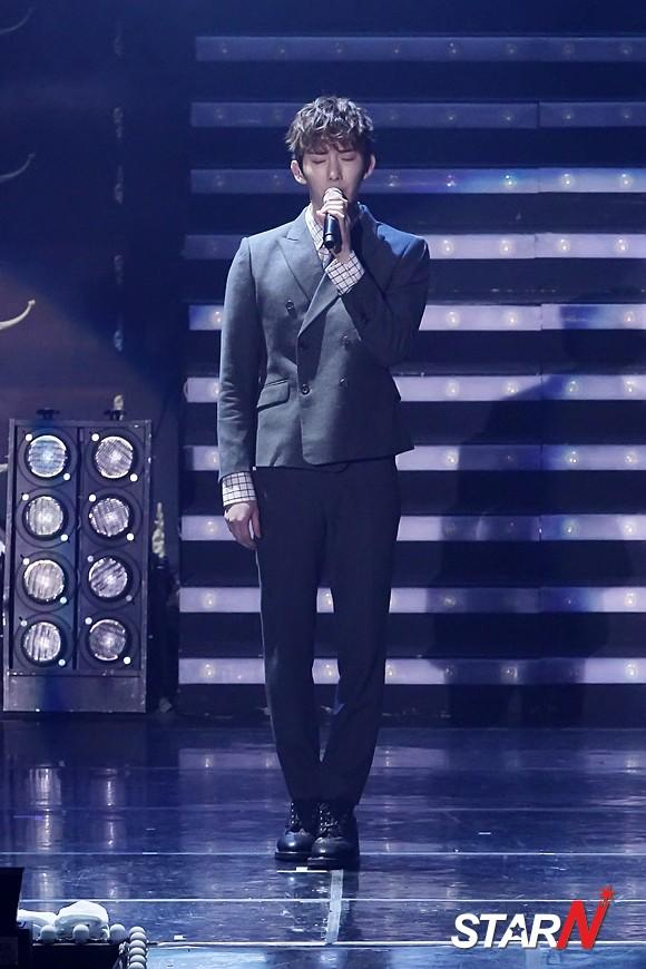 [Photo] Jo Kwon performing during 2AM's Seoul concert