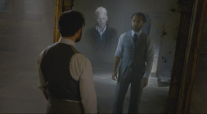 """(L-R) Johnny Depp and Jude Law in <i>Fantastic Beasts: The Crimes of Grindelwald</i><span class=""""copyright"""">Warner Bros.</span>"""