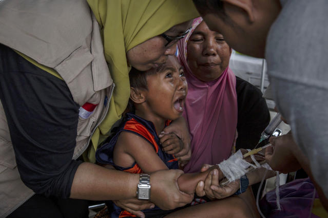 <p>A boy cries while receiving treatment at an emergency hospital following Sunday's earthquake and a series of aftershocks in Tanjung on Aug. 10, 2018 in Lombok Island, Indonesia. (Photo: Ulet Ifansasti/Getty Images) </p>