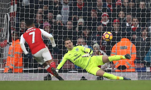 <p>Alexis Sanchez chips the ball down the middle of the goal to score the winner from the penalty spot. </p>