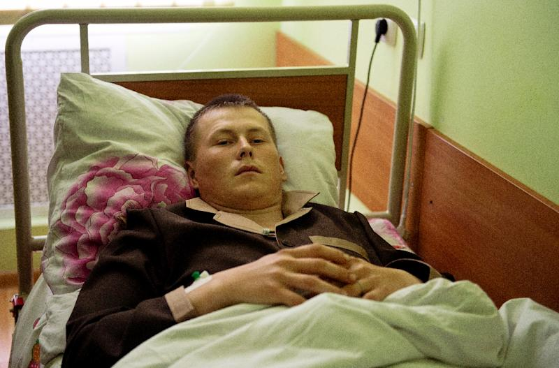 A man whom the Ukrainian security service allege to be one of two captured Russian soldiers, lies in the Kiev military hospital on May 19, 2015 (AFP Photo/Genya Savilov)