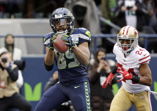 Seattle Seahawks wide receiver Doug Baldwin (89) catches a pass for a touchdown ahead of San Francisco 49ers defensive back K'Waun Williams, right, during the first half of an NFL football game, Sunday, Dec. 2, 2018, in Seattle. (AP Photo/Elaine Thompson)