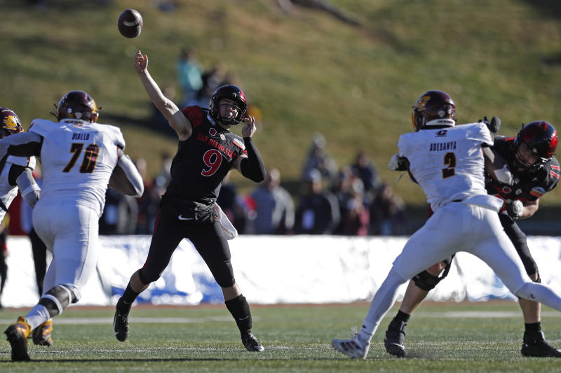 San Diego State beats C. Michigan 48-11 in New Mexico Bowl