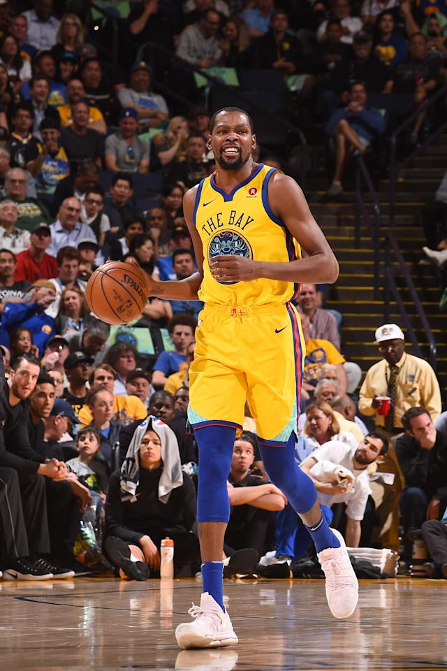 OAKLAND, CA - MARCH 29: Kevin Durant #35 of the Golden State Warriors handles the ball against the Milwaukee Bucks on March 29, 2018 at ORACLE Arena in Oakland, California. (Photo by Noah Graham/NBAE via Getty Images)
