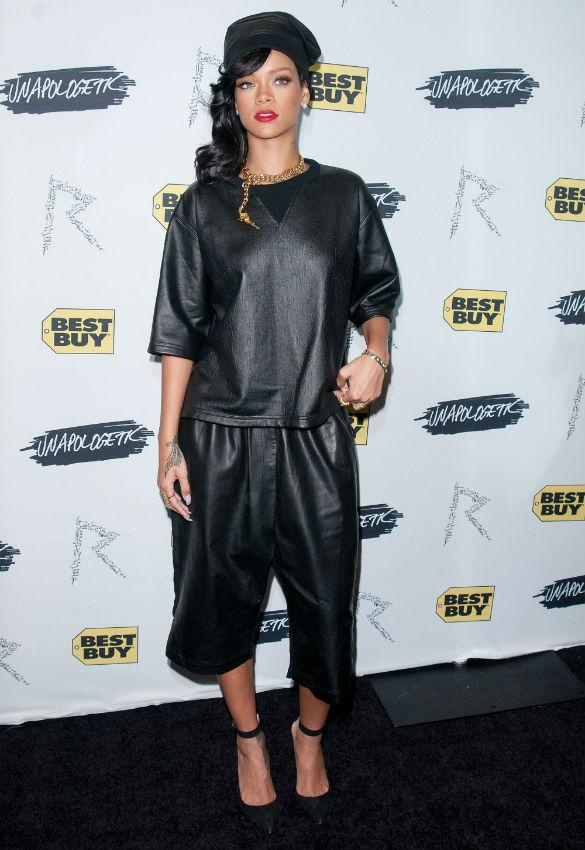 Rihanna Is Unapologetic About Baggy Boring Leather Outfit