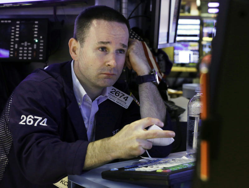Stock market opens lower on more retail woes