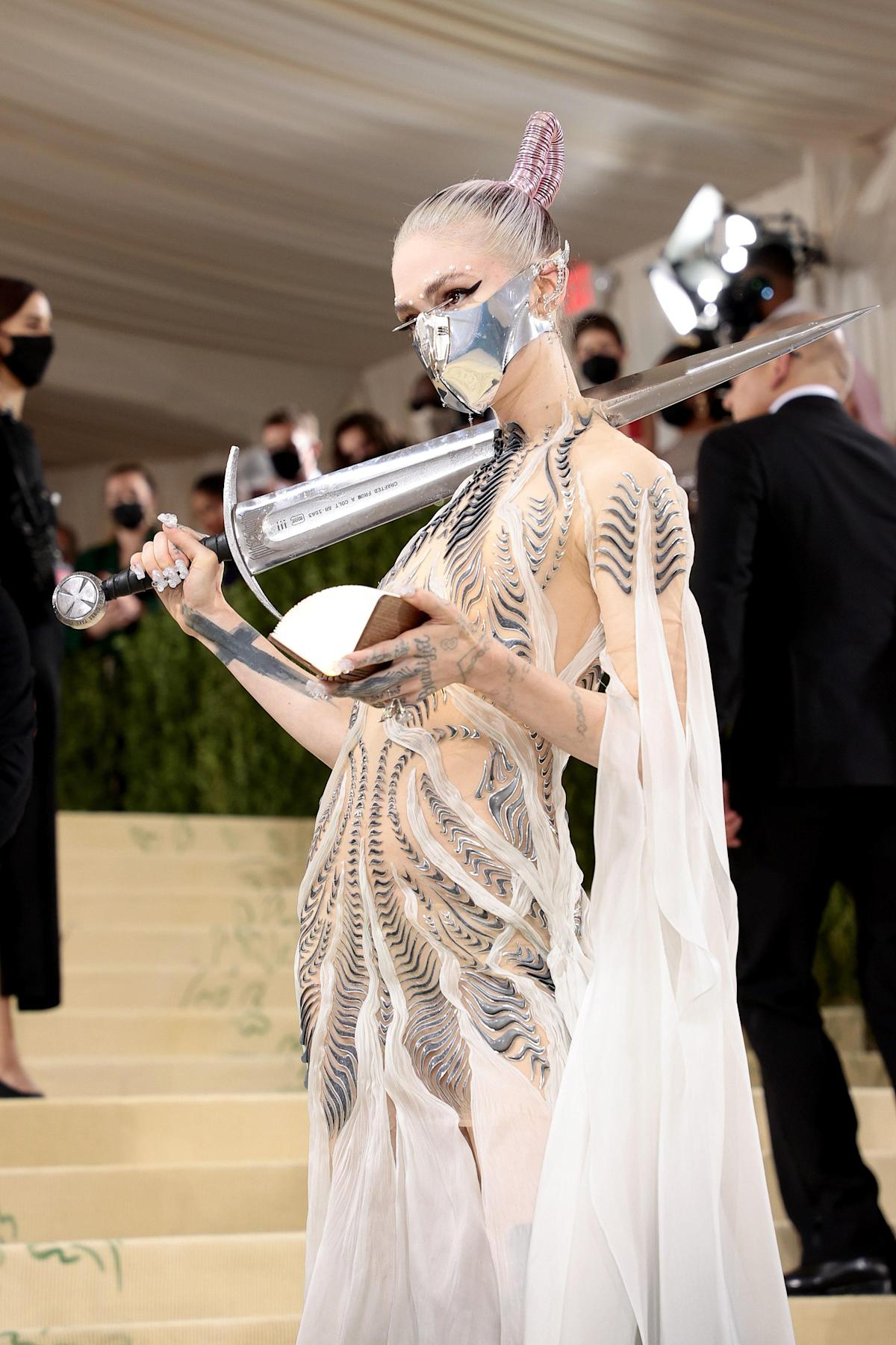 """The Making of Grimes's """" Dune -esque"""" 2021 Met Gala Look—Plus, the Meaning Behind Her Sword"""