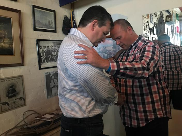 A man prays with Cruz after a campaign event in Sulphur Springs, Texas. (Photo: Holly Bailey/Yahoo News)