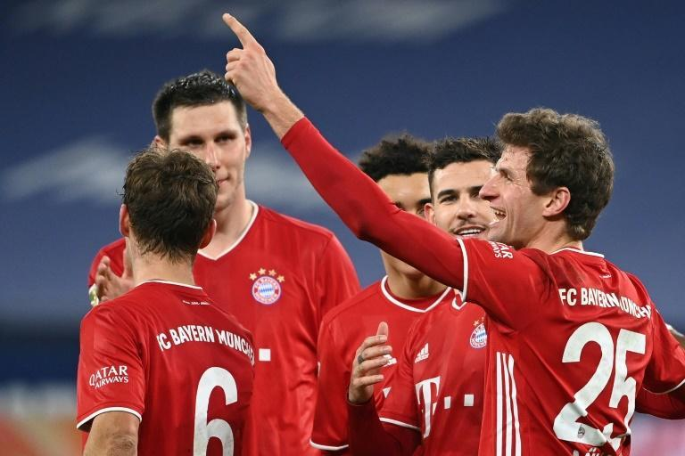Thomas Mueller pointed the way with a brace in Bayern Munich's 4-0 trouncing of Schalke 04 as the reigning champions extended their lead atop the Bundesliga