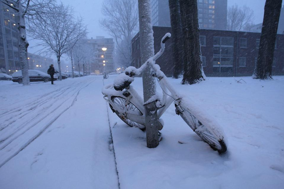 A street view on the outskirts during heavy snowfall on December 11, 2017 in Amsterdam,Netherlands. The Dutch weather bureau issued a code red weather warning for many places in the Netherlands. (Photo by Paulo Amorim/Sipa USA)
