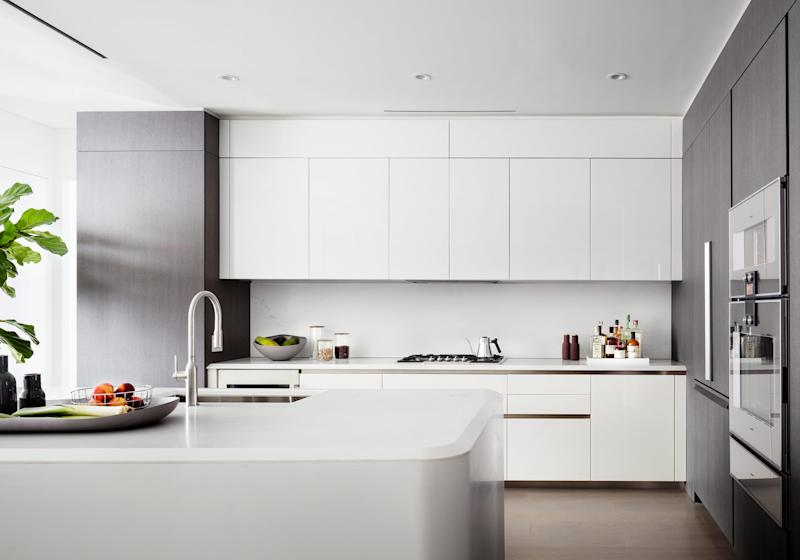 Grande and Davidson's modern kitchen can store much more than Red Vines. (Photo: 520 W. 28th/Zaha Hadid)