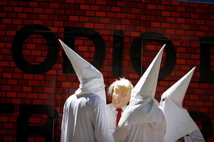 """<p>Actors impersonating U.S. President Donald Trump and members of the Ku Klux Klan stage a performance on behalf of a local Mexican political party during a protest against Trump, in Mexico City, Mexico Feb. 20, 2017. The writing on the mock wall reads """"Hatred"""". (Photo: Jose Luis Gonzalez/Reuters) </p>"""