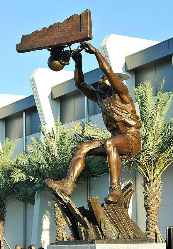 The statue of O'Neal at LSU. (Courtesy of LSU)