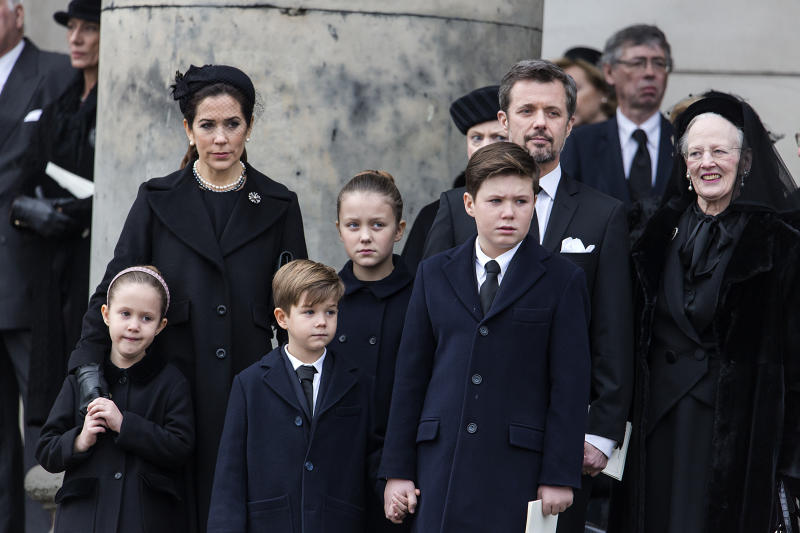 COPENHAGEN, DENMARK - FEBRUARY 20: Queen Margrethe (R) together with Crown Prince Frederik (R-2nd) his son Prince Christian, Crown Princess Mary together with Princess Isabella, Prince Vincent and Princess Josephine attend as the coffin of Prince Henrik, the husband of Queen Margrethe is carried from the Parliament Palace Church to the hearse on February 20, 2018 in Copenhagen, Denmark. The funeral was held as a private ceremony and only attended by the family. (Photo by Ole Jensen - Corbis/Corbis via Getty Images)
