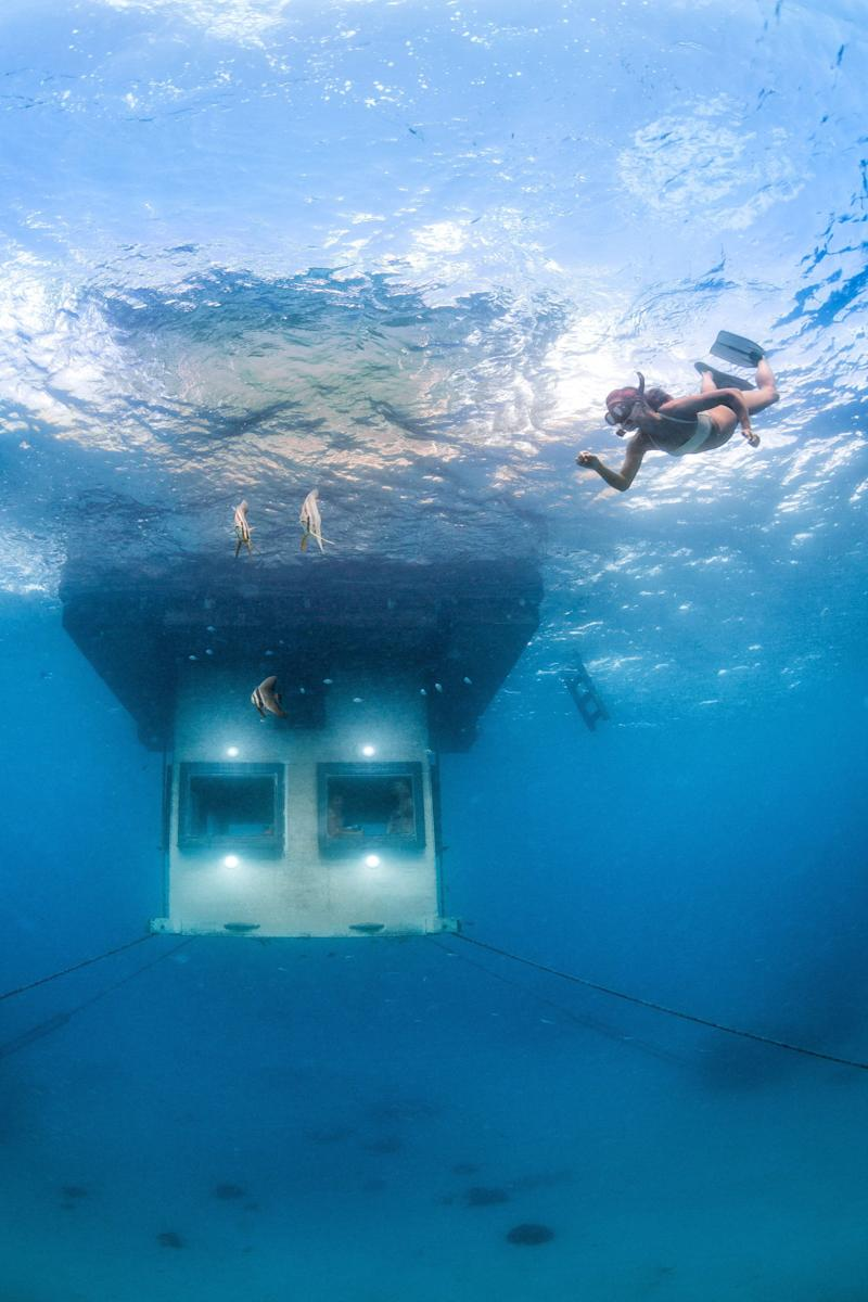 Steven Weber popped the question by swimming down to the submerged bedroom window and holding a note up to the glass. The underwater room is pictured. (Photo: © Manta Resort)
