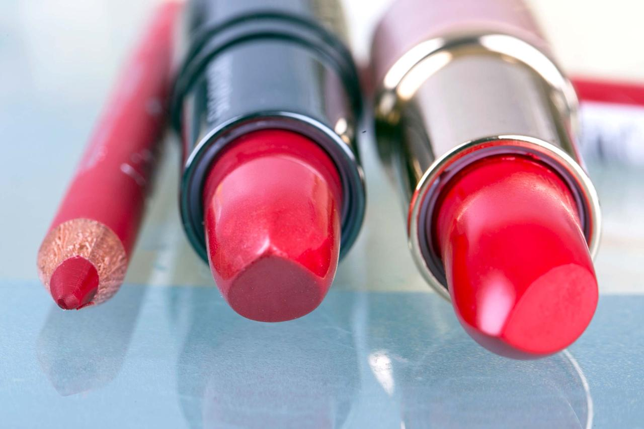 "<p>If you love multiple lipsticks but don't want to tote around ten or more tubes, celebrity makeup artist <a rel=""nofollow"" href=""https://www.instagram.com/mwmakeup/?hl=en"">Mickey Williams</a> suggests getting crafty when consolidating your collection. ""I use <a rel=""nofollow"" href=""http://www.joann.com/singer-bobbin-box/10904720.html?gclid=Cj0KEQiA56_FBRDYpqGa2p_e1MgBEiQAVEZ6-6Uo8wVNkwERMT5TzN5hdD52YR3JQyxYfwVzpoYB7S4aAukM8P8HAQ"">bobbin boxes</a> for my lipsticks. They keep me organized as an artist and I also use them for my own makeup stash. Each well holds about three-quarters of a lipstick, and I label each, so I can go back and refill when needed."" Pro tip: The process (cutting, pressing, and pushing the colors into each compartment) can be a bit messy, so wear gloves. These are the <a rel=""nofollow"" href=""http://www.rd.com/health/beauty/best-lipstick-shades/1/"">seven lipstick shades every woman needs in her beauty arsenal</a>.</p>"