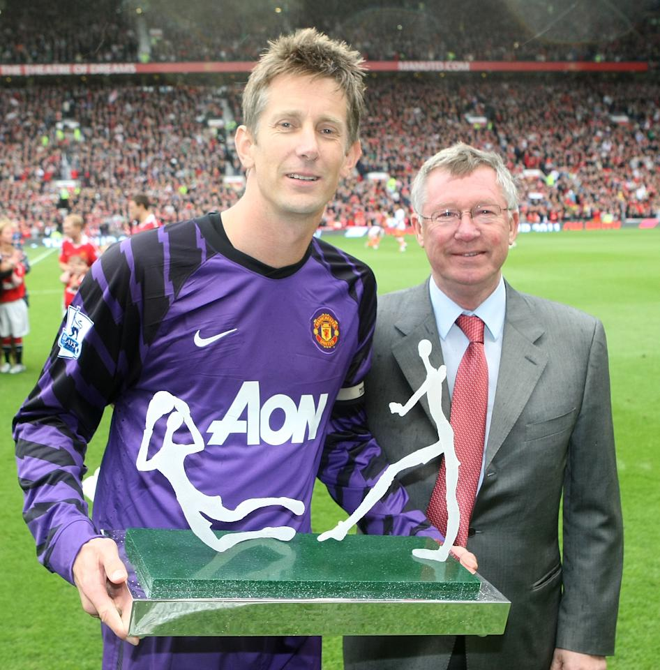 MANCHESTER, ENGLAND - MAY 22:  Sir Alex Ferguson of Manchester United presents Edwin van der Sar with an award to mark his retirement ahead of the Barclays Premier League match between Manchester United and Blackpool at Old Trafford on May 22, 2011 in Manchester, England.  (Photo by John Peters/Man Utd via Getty Images)