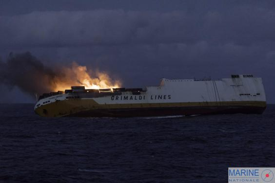 France battling to contain six-mile fuel slick after cargo ship carrying 2,000 cars sinks