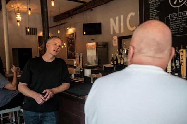 Chris Sommers, ownerof Pi Pizzeria, talks to supportive customers in hisCentral West End location in St. Louis on Wednesday.