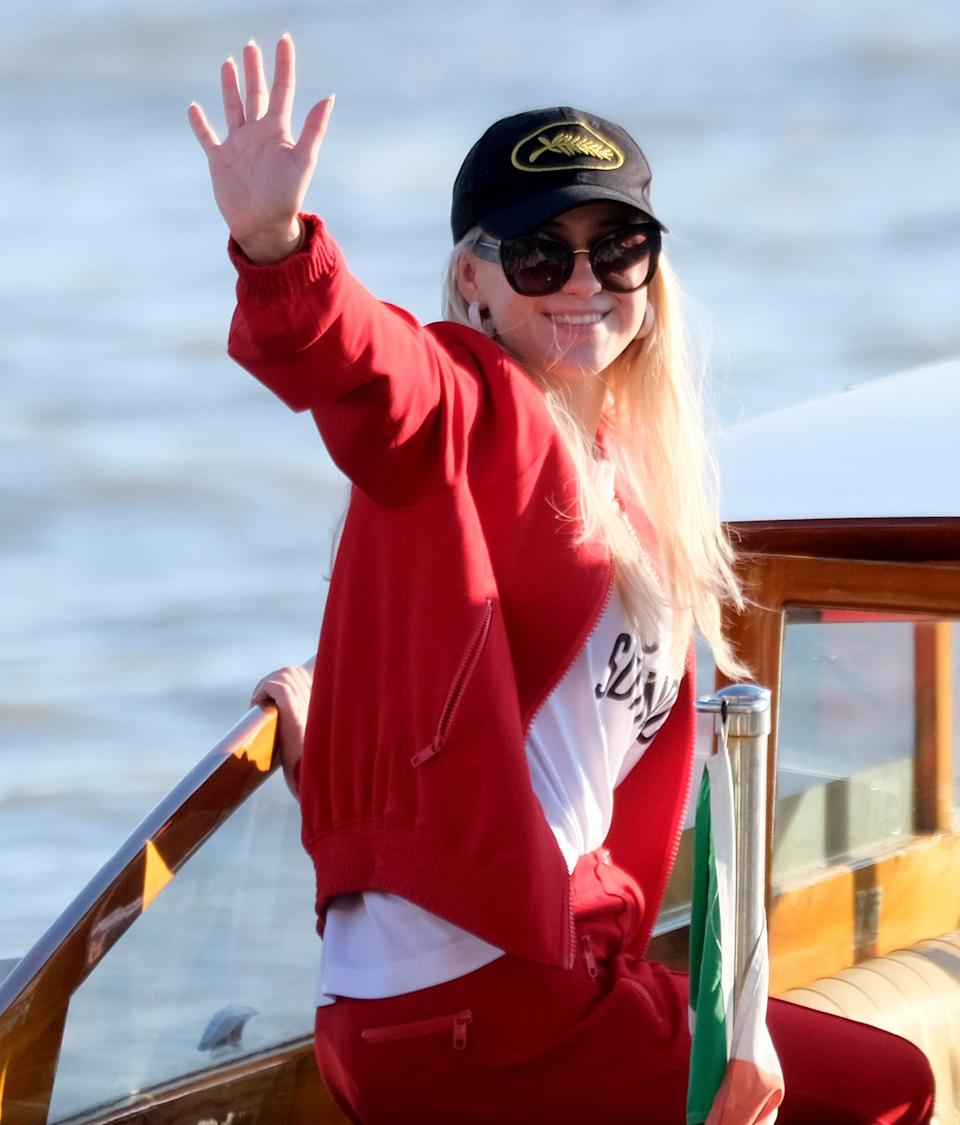 <p>Maria Bakalova waves to the cameras on Aug. 27 while arriving in Venice, Italy, for a Dolce & Gabbana event.</p>