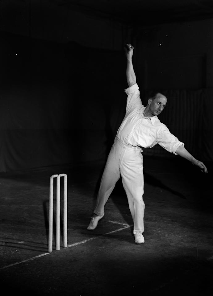 18th February 1930:  England and Kent cricketer Alfred 'Tich' Freeman (1888 - 1965) gives a demonstration of bowling technique.  (Photo by Fox Photos/Getty Images)