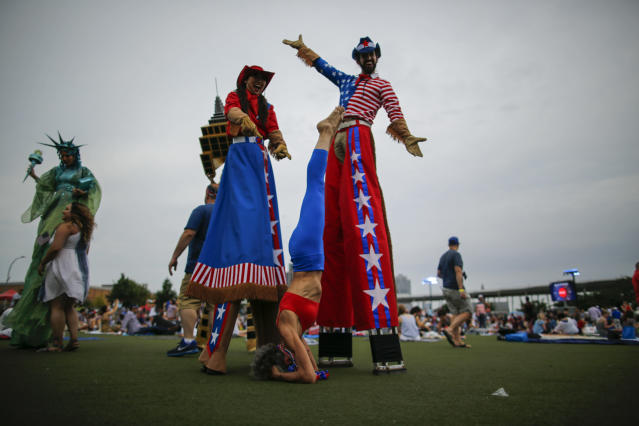 <p>People arrive to watch the Macy's Fourth of July Fireworks from Hunter Point Park on July 4, 2018 in New York City. (Photo: Eduardo Munoz Alvarez/Getty Images) </p>