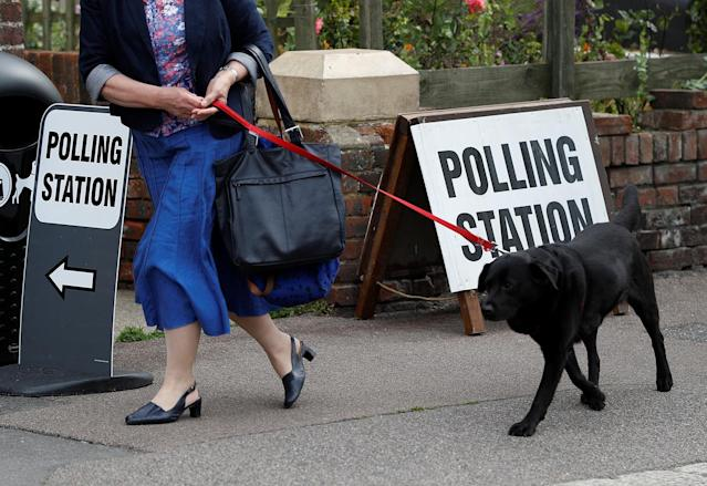 <p>A voter arrives with her dog at a polling station in Hastings, Britain June 8, 2017. (Photo:Peter Nicholls/Reuters) </p>