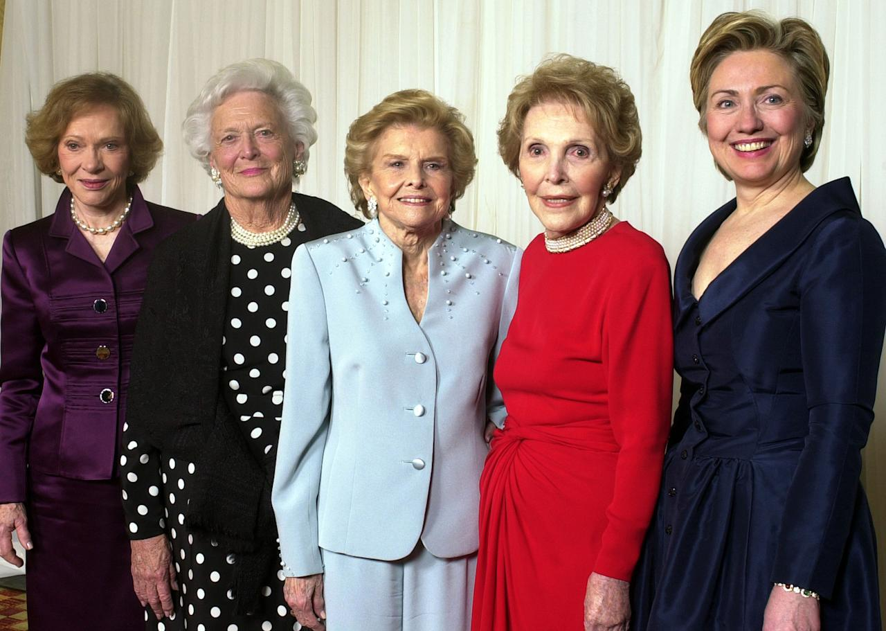 <p>Former first ladies get together for a group photo at a gala 20th anniversary fundraising event saluting Betty Ford and the Betty Ford Center in Indian Wells, Calif., on Jan. 17, 2003. From left are Rosalynn Carter, Barbara Bush, Betty Ford, Nancy Reagan and Sen. Hillary Rodham Clinton. (Photo: Reed Saxon/AP) </p>