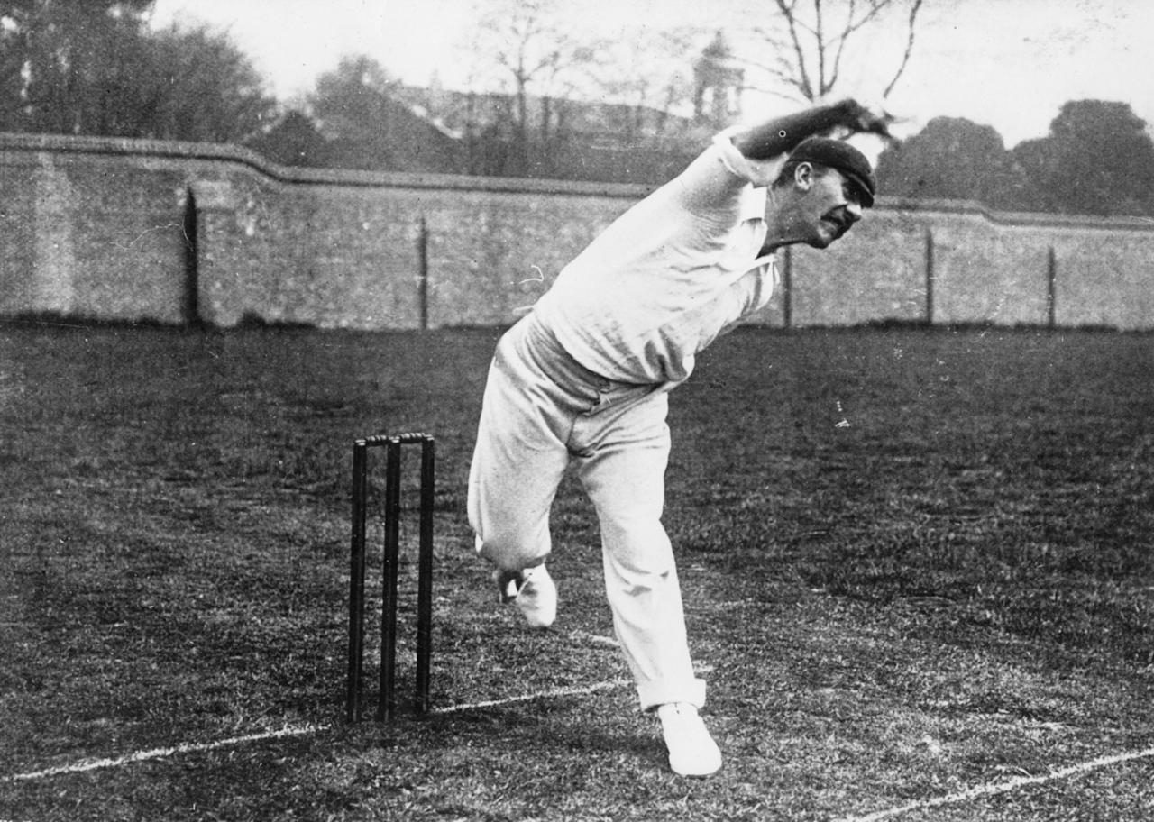 circa 1905:  Australian cricketer Albert Edwin Trott (1873 - 1914) bowling.  (Photo by Hulton Archive/Getty Images)