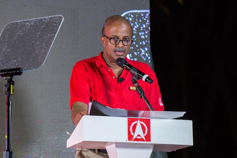 SDP chairman Paul Tambyah speaking on Saturday (19 October) night. (PHOTO: Dhany Osman / Yahoo News Singapore)