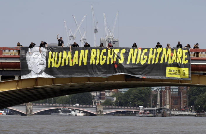 """<p>A giant """"Human Rights Nightmare"""" banner is unfurled by Amnesty International activists across the river Thames on Vauxhall Bridge to protest against the visit of President Donald Trump, in London, Thursday, July 12, 2018. (Photo: Luca Bruno/AP) </p>"""