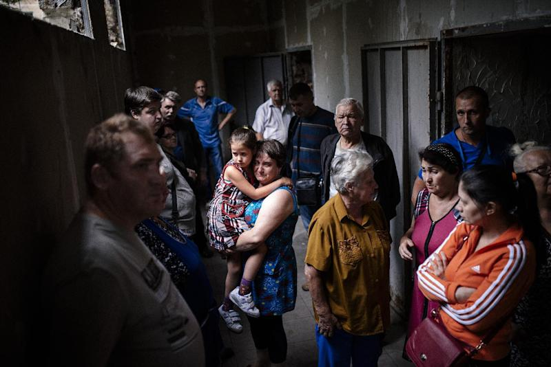 People stand inside a makeshift bomb shelter in the town of Makiyivka on August 19, 2014 (AFP Photo/Dimitar Dilkoff)