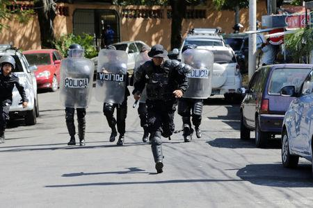 Riot police run to dislodge journalists from the main entrance to police headquarters in Managua, Nicaragua December 15, 2018. REUTERS/Oswaldo Rivas