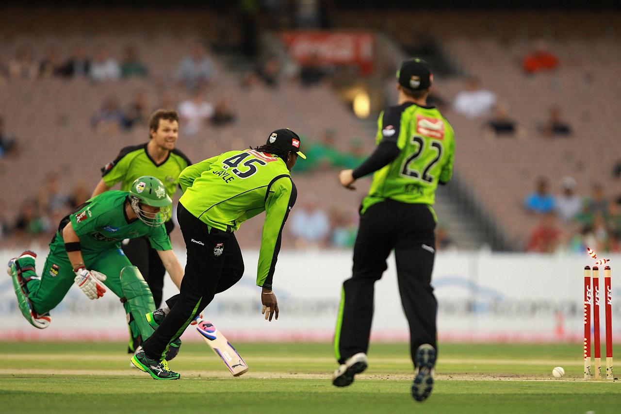 MELBOURNE, AUSTRALIA - JANUARY 08:  Chris Gayle of the Thunder runs out Luke Wright of the Stars during the Big Bash League match between the Melbourne Stars and the Sydney Thunder at Melbourne Cricket Ground on January 8, 2013 in Melbourne, Australia.  (Photo by Robert Prezioso/Getty Images)