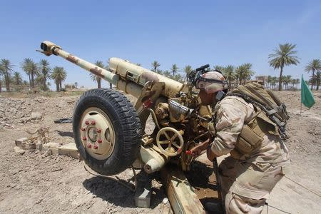 Iraqi security forces fire artillery during clashes with Sunni militant group Islamic State of Iraq and the Levant (ISIL) in Jurf al-Sakhar June 14, 2014. Picture taken June 14, 2014. REUTERS/Alaa Al-Marjani