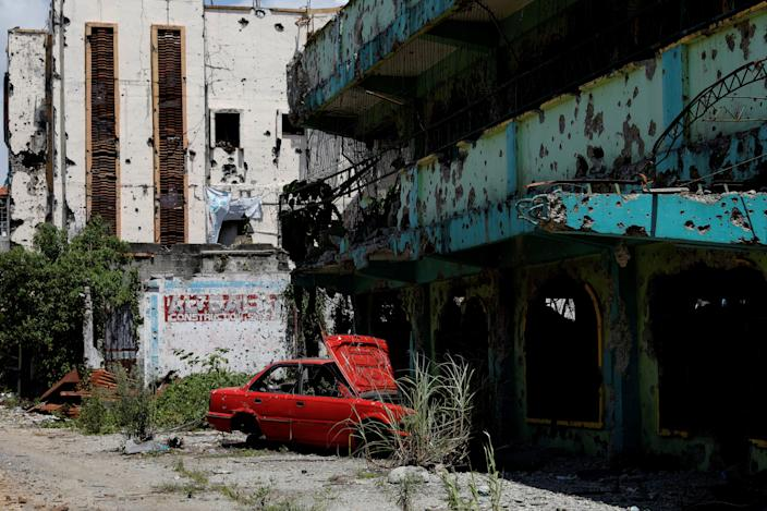 A dilapidated car and building are seen at the most affected war-torn area of Marawi City, Lanao del Sur province, Philippines. (Photo: Eloisa Lopez/Reuters)