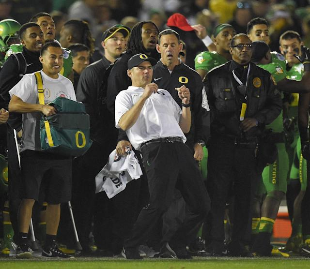 Oregon head coach Mark Helfrich, center, reacts during the second half of the Rose Bowl NCAA college football playoff semifinal against Florida State, Thursday, Jan. 1, 2015, in Pasadena, Calif. (AP Photo/Mark J. Terrill)