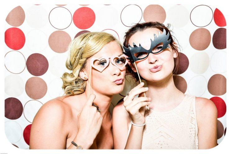 Joke glasses might be allowed, but one bridesmaid is banned from wearing her real glasses at her brother's wedding [Photo: Pixabay via Pexels]