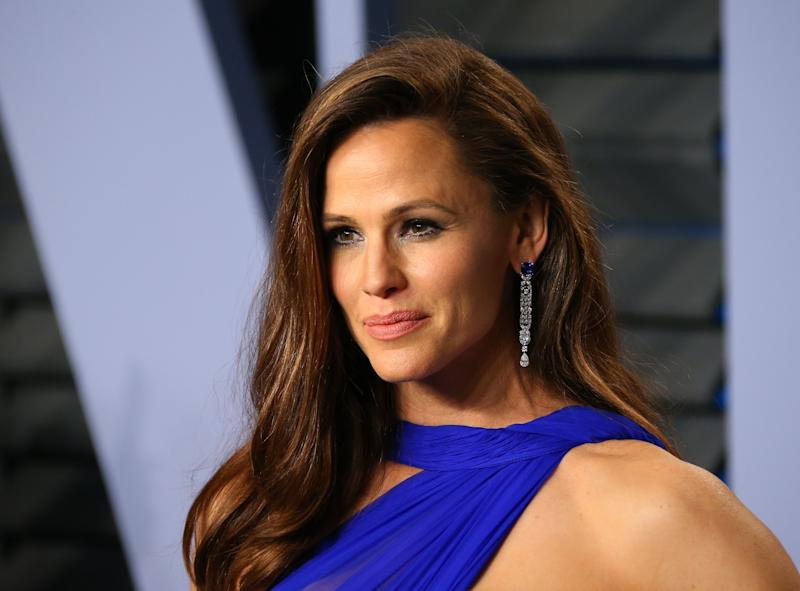 What Chilling Thing Is Jennifer Garner Thinking About in This Viral Oscars Video?