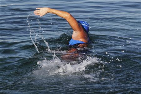 U.S. long-distance swimmer Diana Nyad swims on her way to Florida as she departs from Havana August 31, 2013. REUTERS/Enrique De La Osa