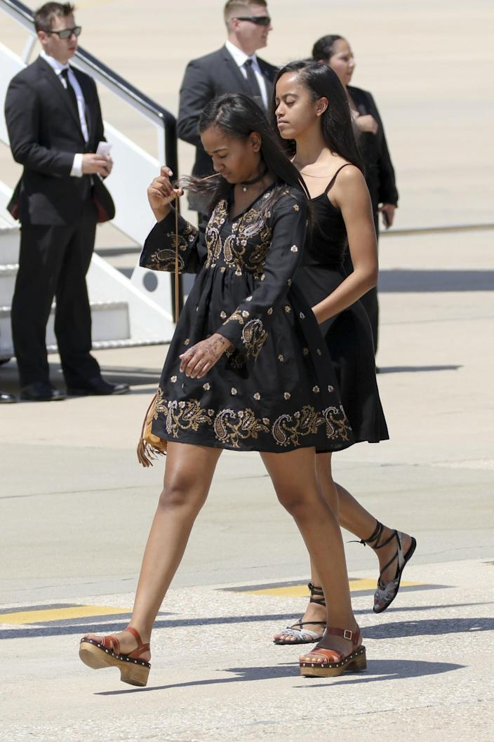 <p>First Lady Michelle Obama's daughters Malia Obama (R) and Sasha Obama (L) board an official plane prior to her departure from Torrejon Air Force Base on July 1, 2016 in Madrid, Spain. (Europa Press/Europa Press via Getty Images) </p>